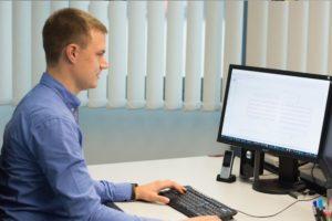 EMS Dienstleister Entwickler bei der Arbeit
