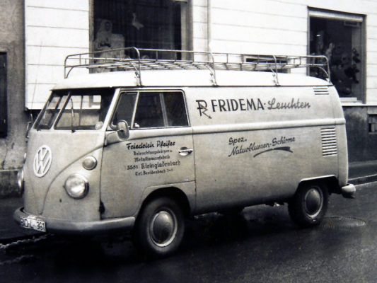 VW Bus beliefert Kunden